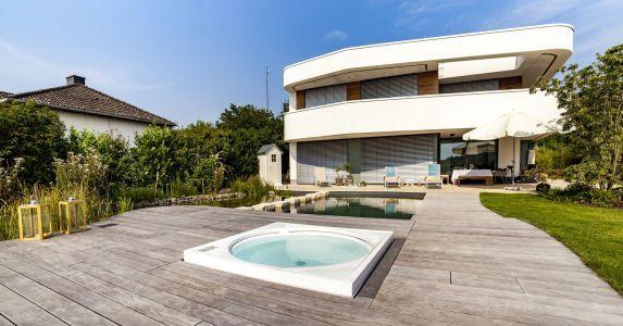 Villa mit Naturpool