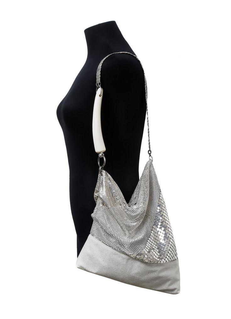 www.cewax.fr aime le sac porté à l'épaule pailleté argent de Laura B avec son anse en corne et son effet côte de maille. Modèle Grace - Laura B