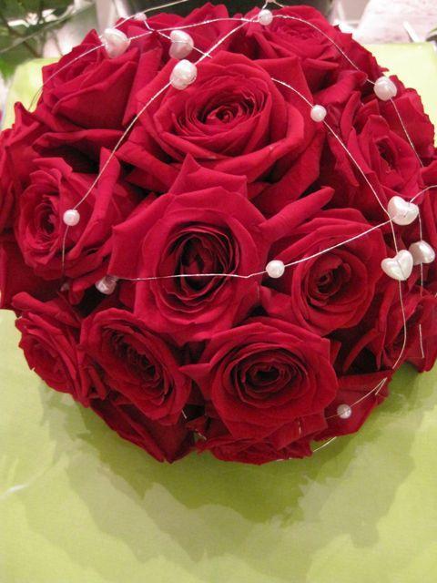 veldig vakker rød brudebukkett