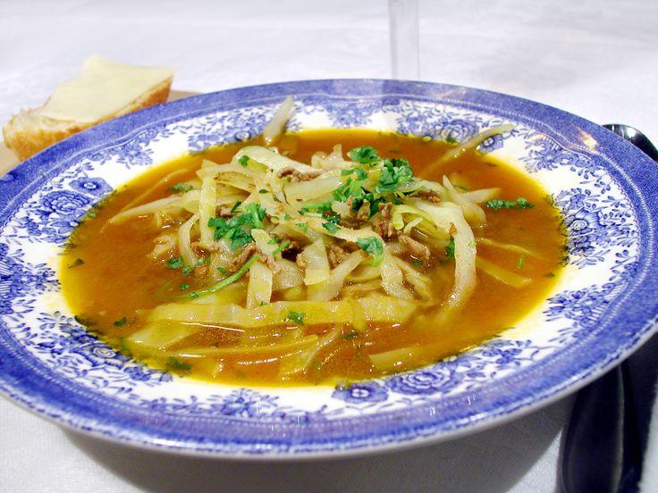Nikkaluoktasoppa är en klassisk soppa med köttfärs och vitkål som två av huvudingredienserna. Prova vårt enkla recept på soppan!