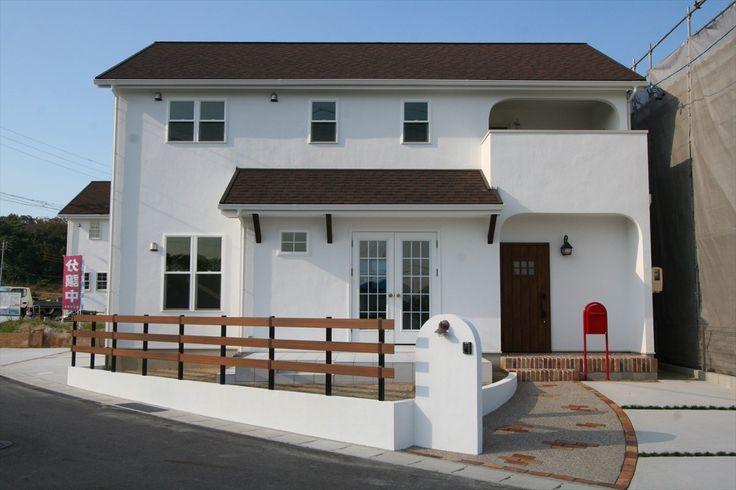 家/外観/エクステリア/ウッドフェンス/白い家/塗り壁/無垢玄関ドア/ナチュラルスタイル/シンプル/注文住宅/ジャストの家/house/home/exterior