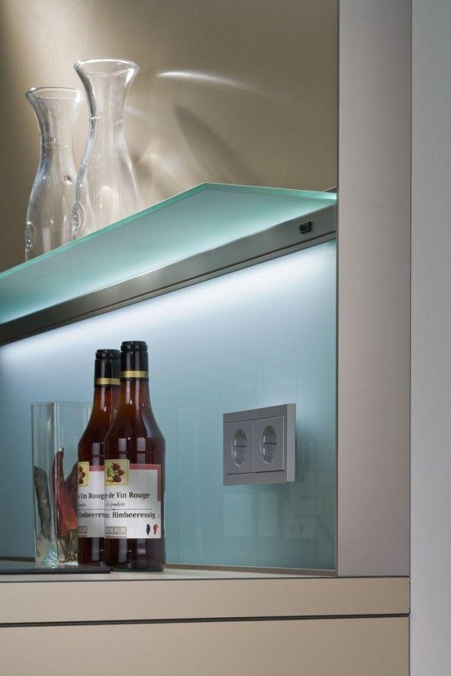 pastellblauer einfarbiger spritzschutz aus glas k che glasr ckwand glaswand k che und. Black Bedroom Furniture Sets. Home Design Ideas