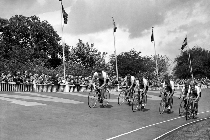 The Great Britain cycling team, including Tommy Godwin, laps Canada in the 4000-meters race at the 1948 Olympics