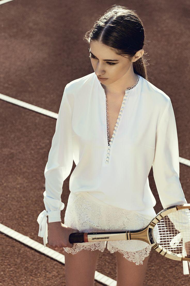 Jane Blouse #bohoblouse #bows #bohodetails #lace #macramelace #tenniscourt #model