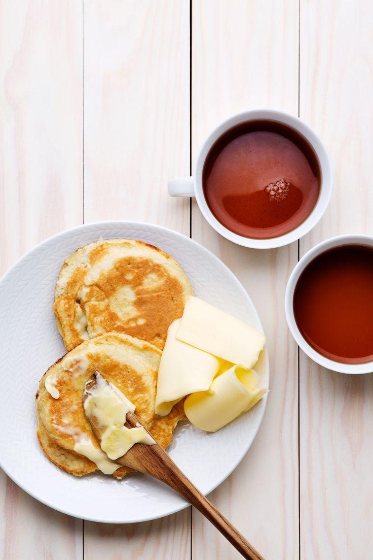 Platt bröd som görs på endast tre ingredienser – ägg, kokosmjöl och bakpulver som du vispar ihop och steker. Perfekt till frukost och barnens mellanmål.