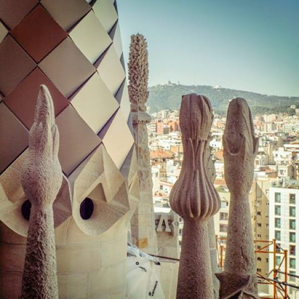 Basílica de la Sagrada Família new opening hours! From March 1st to March 31th: 9am – 7pm  #Springiscoming #travel #hostel #barcelona