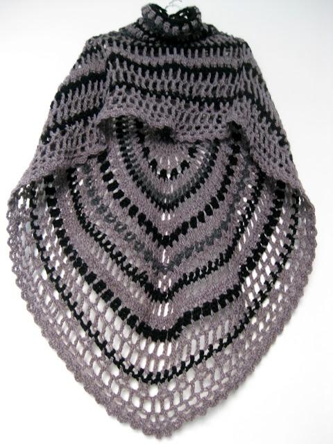 Crochet Shawl with collar http://omakoppa.blogspot.fr/