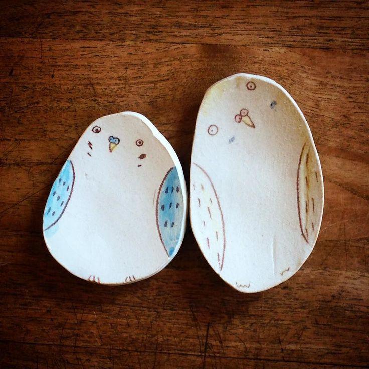 インコ豆皿この首の傾げ具合とちょっと目がいかれてるのがなんとも可愛い()さらに小さいインコ箸置きも是非田川亞希陶展開催中 #織部 #織部下北沢店 #陶器 #器 #ceramics #pottery #clay #craft #handmade #oribe #tableware #porcelain