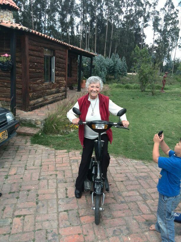 La abuela en motoneta
