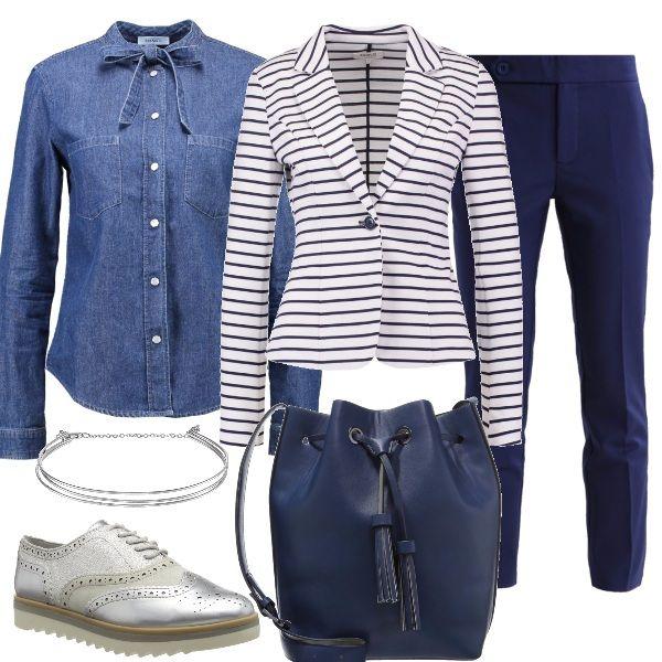 Il mio mood preferito, un po maschile ma con tocchi femminili, il blaze a righe ben si sposa con la camicia in denim col fiocco, pants blu, scarpe stringate argento e secchiello blu.