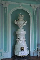 Isn't this just about the most beautiful old stove ever? It's an early 19th Century ceramic stove that sits in the Schloss Wolshagen in Brandenburg, Germany.