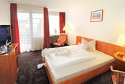 Gästezimmer im Haupthaus, alle mit Schreibtisch, Gratis WLAN und SKY-TV, Balkon oder Terrasse.