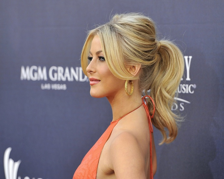 Classy ponytailJuliannehough, Hair Ideas, Julianne Hough, Hair Colors, Ponytail Style, Makeup, Hair Style, Pony Tails, Ponies Tail