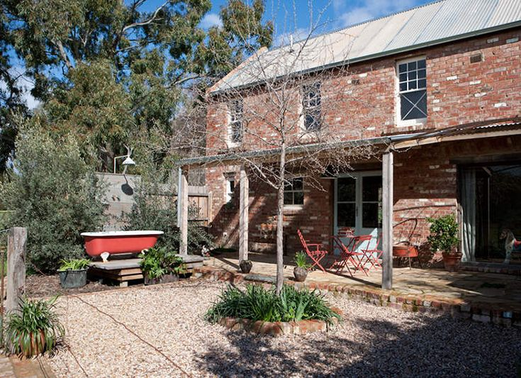 Red Brick Barn, Castlemaine, Australia