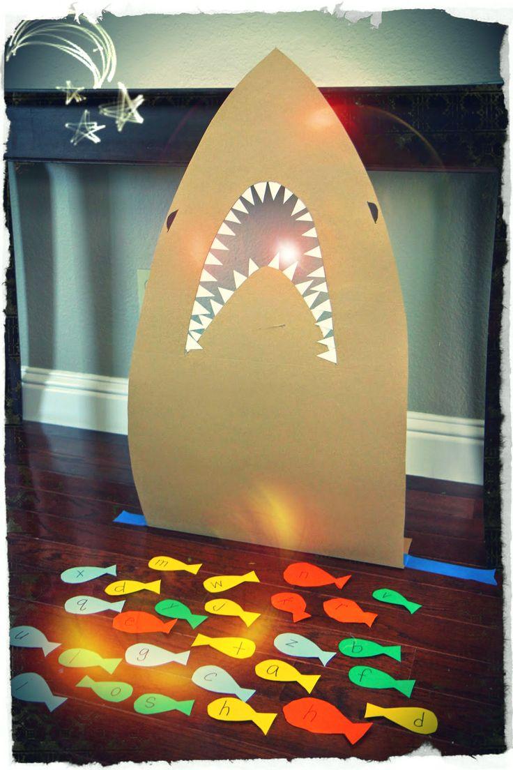 Soy Preescolar: #Ideas para la #Escuela y el #Hogar | Campo Formativo: Lenguaje y Comunicación | Con tus alumnos, con tus hijos, juega a alimentar el tiburón. Repitan los nombres de las letras, o de los colores con los niños más pequeños. También puedes probar a que le den de comer palabras que tú les sugieras. Imagina con ellos otros juegos. ツ | ¿Qué es Innovación?