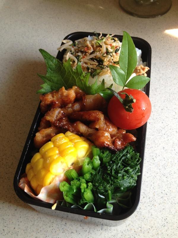 Twitter from @Izumi Kumasaka 本日のお弁当■豚肉の金山寺味噌漬焼、トウモロコシ、ほうれん草のポン酢、明太ジャコ #wmjp #obento #obentoart