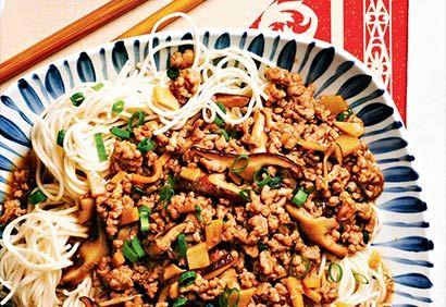 Nouilles épicées à la taïwanaise—Pour une texture parfaite, on mélange les nouilles avec la sauce à la dernière minute et on les sert sans tarder.