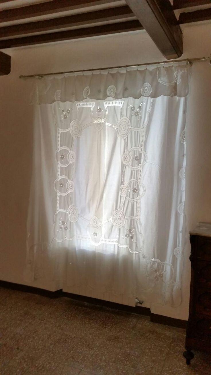 tenda romantica bianca su bastone