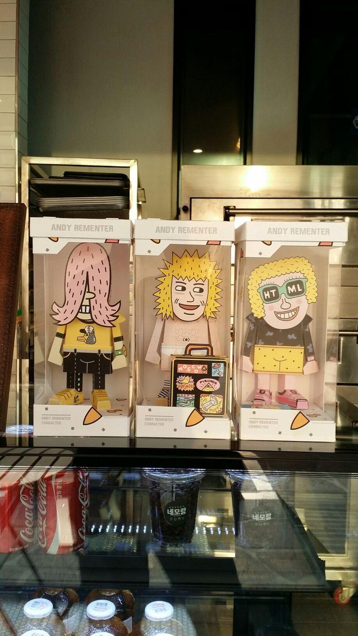 앤디 리멘토의 작품을 papertoy로 만들어보았습니다. 판매용은 아니고 개인적으로 소장하고싶어서 만들어보았습니다^^