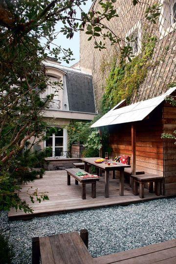 Révélation d'une terrasse arborée près du Trocadéro