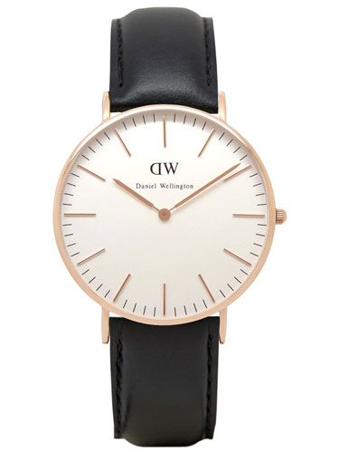 Armbanduhr mit roségoldenem Edelstahlgehäuse und schwarzem Lederarmband von Daniel Wellington