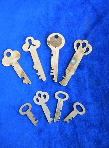 lot old antique Fink/Greenleaf bank vault, safe&cash box keys