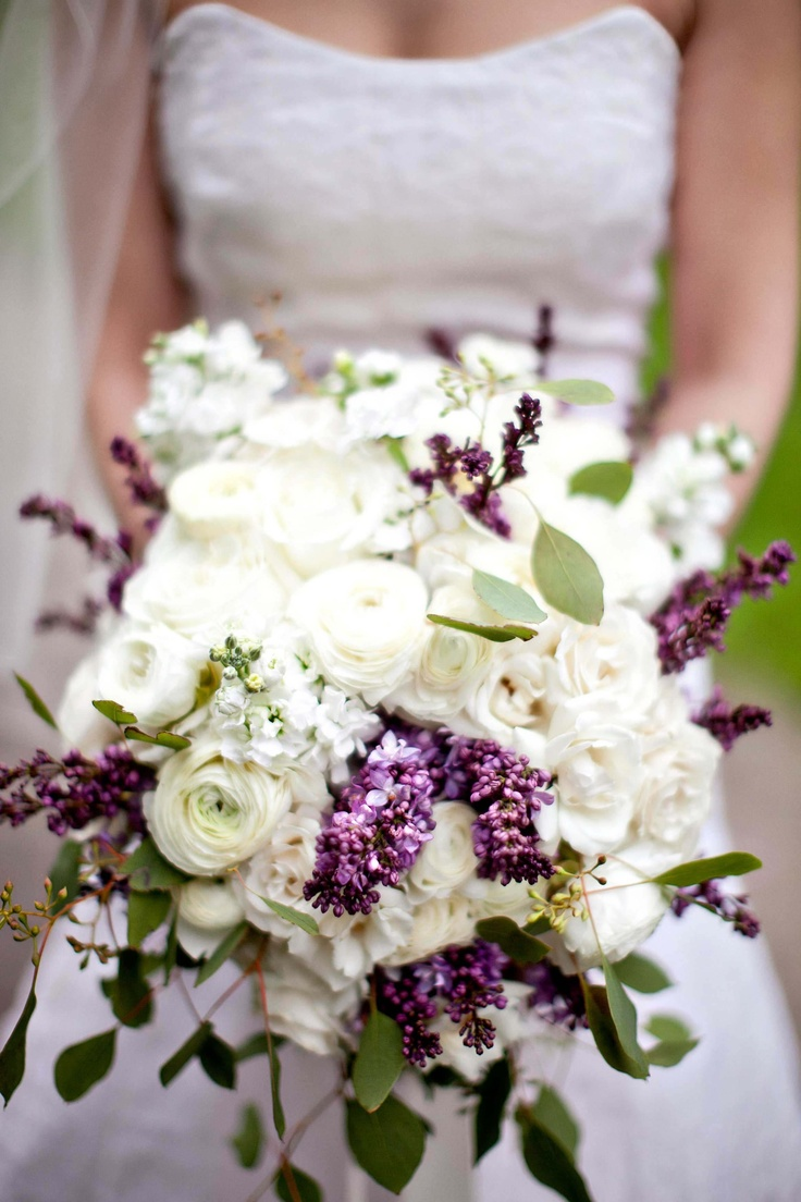 oversized bridal bouquet idea
