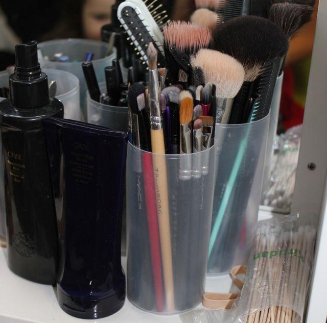 5. Pensler – Det er som en hammer for en håndværker. Uden ens værktøj, kan man næsten ligeså godt gå hjem igen. Penslerne er som ved alle makeup artister deres vigtigste redskab til at skabe de looks man ønsker.