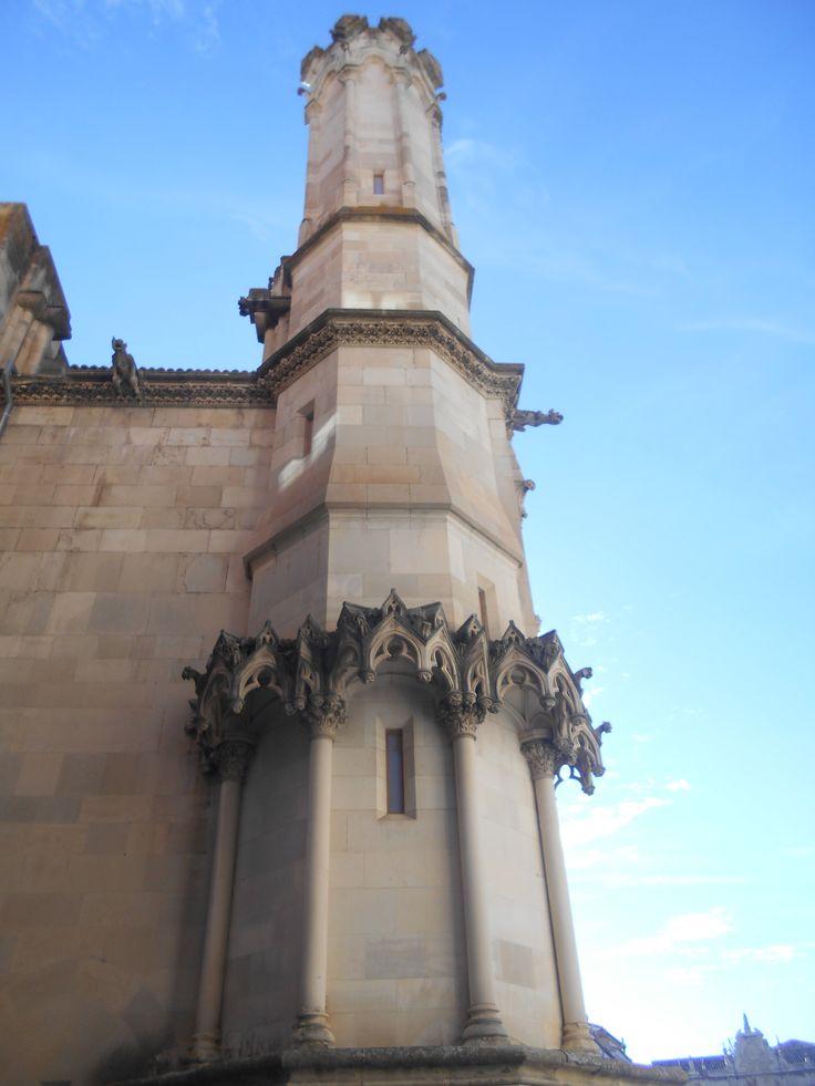 Torre sin concluir de la fachada