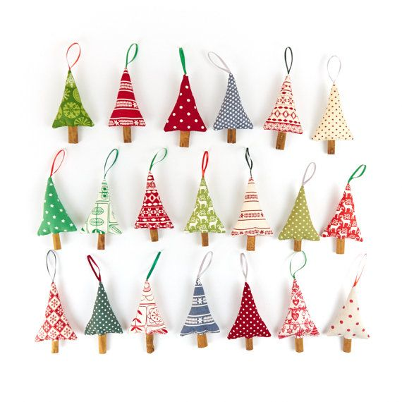 For all the charm of a handmade Christmas, cinnamon Christmas tree decorations are holiday favourites!