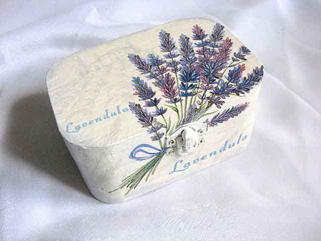 #Cutie #accesorii #femei, cutie din #lemn cu #flori de #levănţică şi #fermă care #cultivă această #floare în #fundal / #Woman #accessories #box, #wooden box with #lavender #flowers and #farm that #cultivate this #flower in the #background / #여성 #액세서리 #상자, #백그라운드에서이 #꽃을 #재배 #라벤더 꽃 #농장 #나무 #상자 http://handmade.luxdesign28.ro/produs/cutie-accesorii-femei-cutie-lemn-cu-flori-de-lavanda-29054/