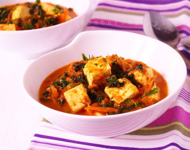 sojaturobie: Curry z tofu, jarmużem i kiszonymi ogórkami