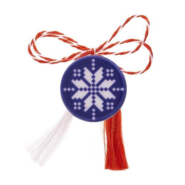 Broșă mărțișor tip pin Broderie albă cu motiv floral