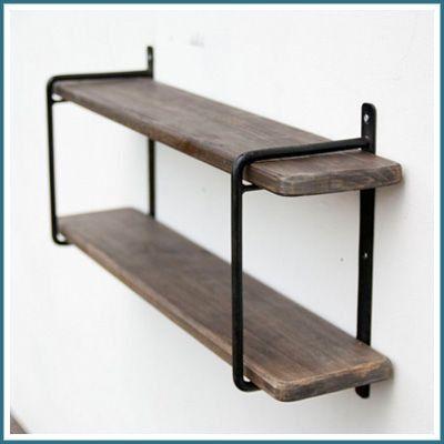 2段シェルフ<商品説明>スワン材:スワンとはベトナムの地名で、その地に生息する木の名前です。レッドオークによく似た木材として使用される事が多く、肌目の荒さがよい雰囲気の材です。<商品詳細>■サイズ:約幅60×奥行13×高さ33cm■材質:鉄、スワン材■付属品:壁取付けネジ<ご案内>3-4営業日での発送 ※ご入金確認後の発送手配となります。やむを得ず在庫切れの場合もございます。予めご了承下さい。<関連ワード>2段シェルフ ウォールラック 壁掛けラック 壁掛け棚 飾り棚 棚 シェルフ ディスプレイ 雑貨 小物 小物収納 調味料ラック 2段 木製棚 壁面 壁 キッチン 台所 洗面所 リビング アイアン アンティーク調 おしゃれ ホームステッド アクシス 引っ越し 新生活
