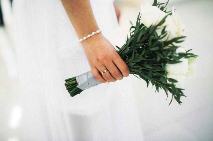 Свадебный букет белый розы орхидея фаленопсис Брест