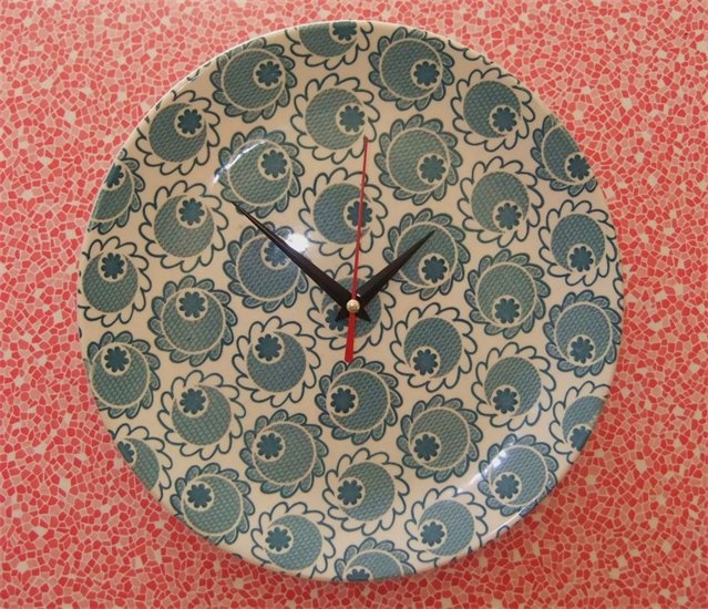 Crown Lynn Plate clock - how cool to find someone has loved my plateclocks and pinned this in Pinterest!!! This one is on my wall at home :)