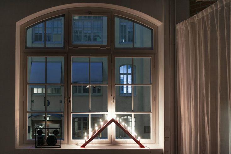 I ett stort fönster