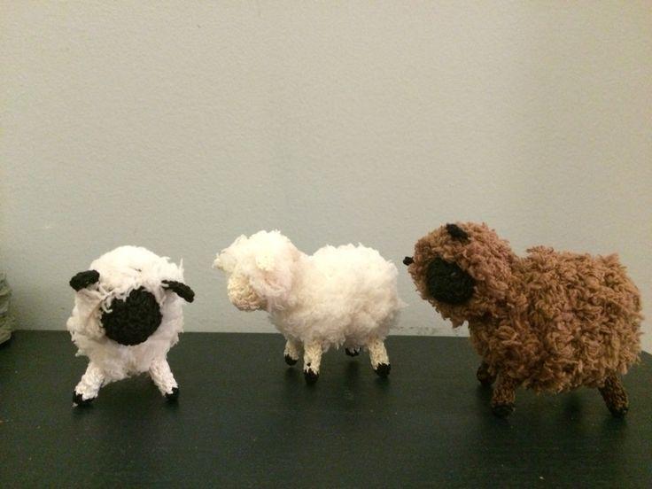 The cutest handmade sheep! Made from Bernat Handicrafter thread and Bernat Pipsqueak yarn.