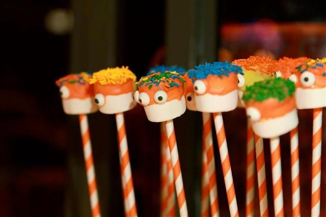 Marshmallow pops at a Monster Party #monsterparty #pops