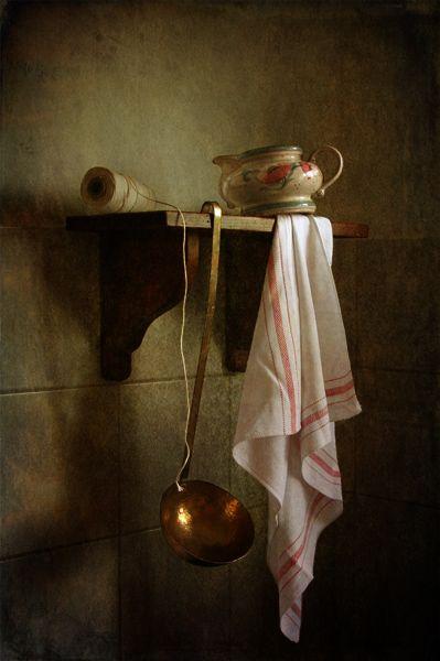photo: На кухонной полке | photographer: Lubov Pozmogova-Brosens | WWW.PHOTODOM.COM