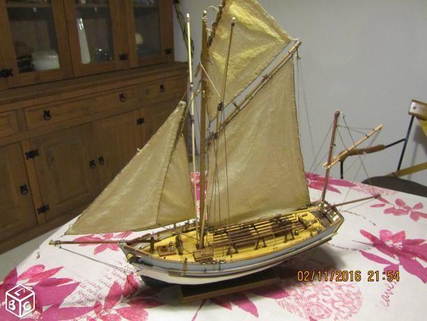 Maquette de bateau en bois le thonier