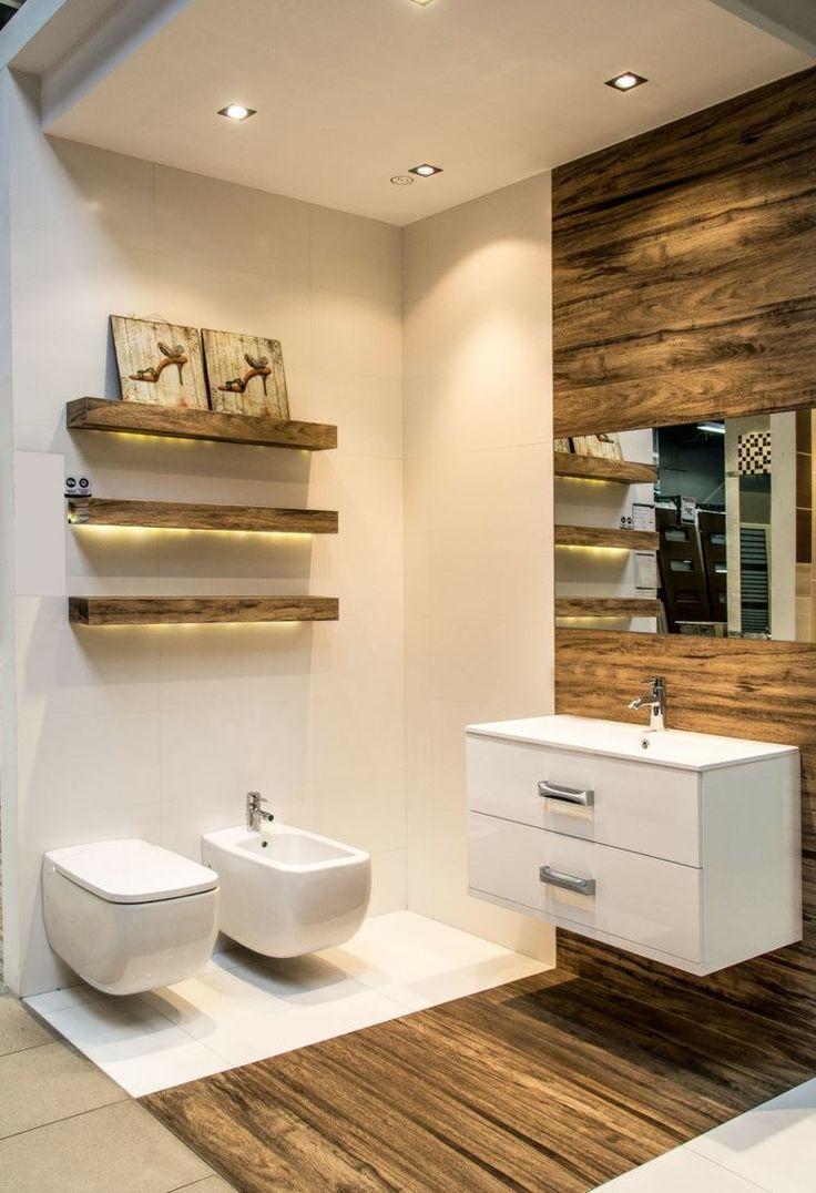 salle de bains moderne avec carrelage mural et de sol imitation bois sombre