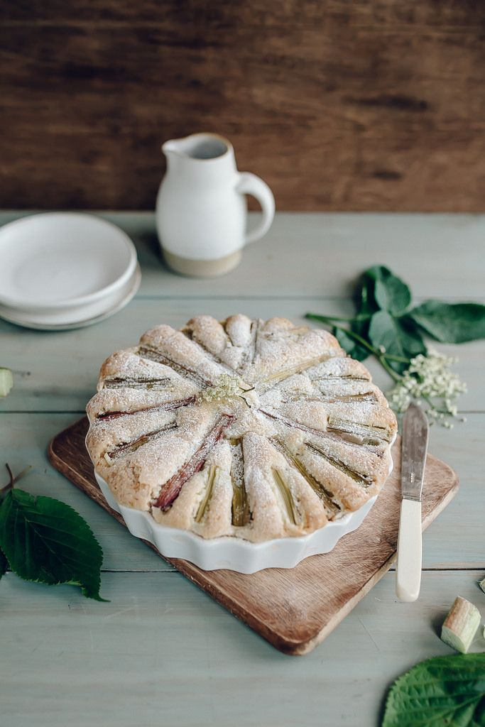 Rhubarb Cake, no recipe, only picture - but laying whole stalks of rhubarb like this for a top design looks really good!