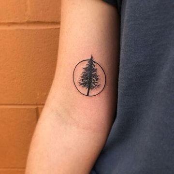 tatuajes simples para hombres pino