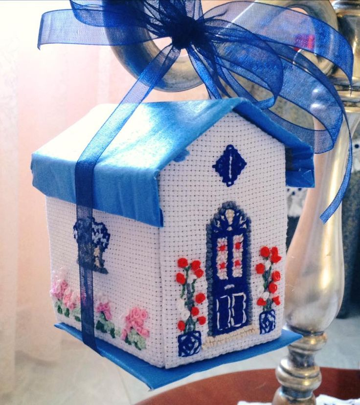 Little house made by @melonibarbara3 *** Le Maddine & Maddy https://www.facebook.com/groups/531953423561246/ *** #madeinfacebook #lemaddine #handmade #handcrafted #instagram #instapic #instagood #picoftheday #instacool #cool #cute #embroidery #sewing #crossstitch #decor #decoration #homedecor #home #house #homesweethome #3d #blue #white #ilgomitolodibirba