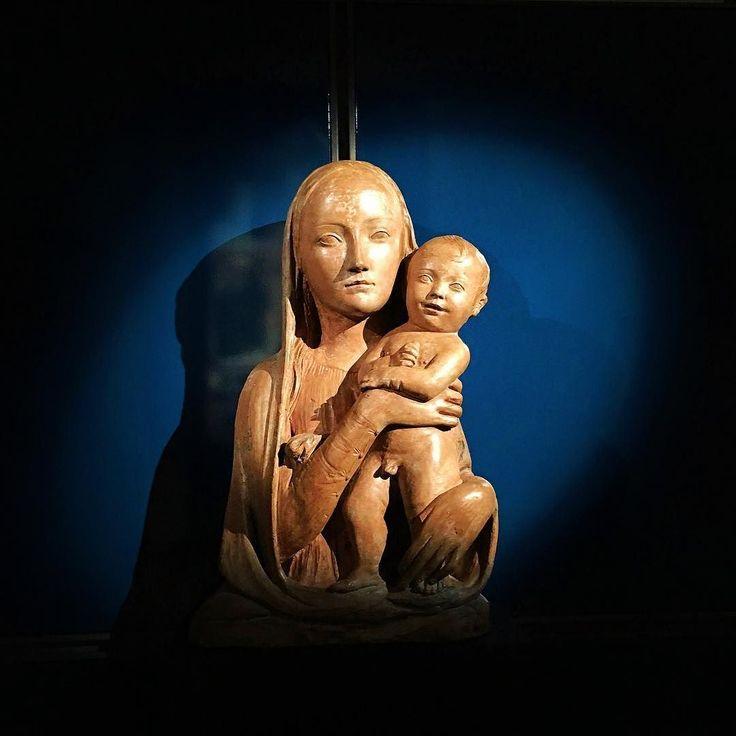 Ultimi scatti del mio viaggio indietro nel tempo nel quindicesimo secolo: Agostino d'Antonio di Duccio Madonna col Bambino 1457-1461 Terracotta policroma    #perugia #igersitaly #igerseurope #igersitalia #igersperugia #ig_italia #ig_italy #ig_europe #ig_perugia #natività #maternità #instaculture #italianplaces #comeandsee #thisisitaly #art #instaart #whatitalyis #italiainunoscatto #bestvacations #lovesitalia #sculpting #terracotta #1400 #madonna #artesacra