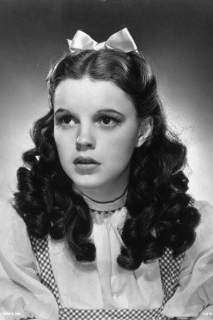 """These """"Wizard Of Oz"""" Photos Show A Very Different Dorothy"""