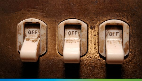 Schimbarea furnizorului de energie electrică este reglementată prin ordinul ANRE 105 /2014 fiind un proces simplu, gratuit care nu implică întreruperea alimentării cu energie electrică, modificarea instalațiilor de alimentare sau schimbarea contorului electric.