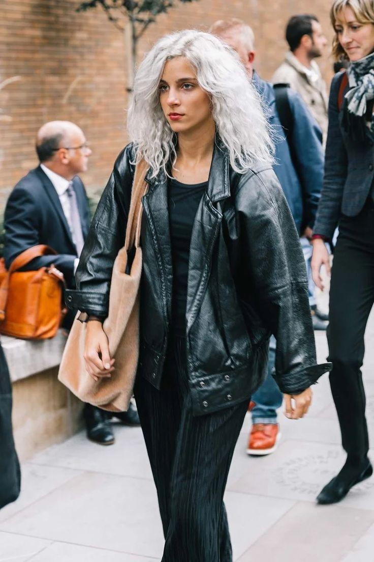 Cortes y peinados para dejarse el pelo blanco | Vogue España Vogue Uk, Rock Style, My Style, Fashion Outfits, Womens Fashion, Fashion Trends, Ootd, Street Style Looks, Hair Looks