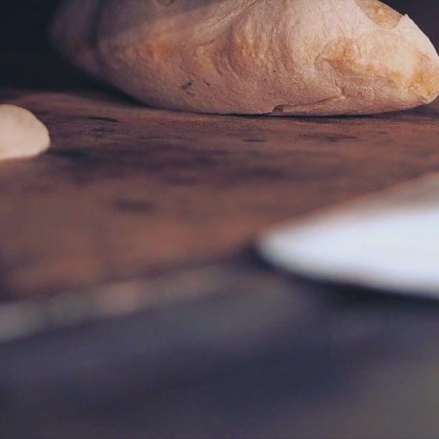 Brunchit Organic te ofrece elegir lo que te apetezca de nuestra exposiciòn  o encargarlo a cocina, ☝Nuestros chefs te lo cocinarán y podrás difrutar cómodamente en nuestro espacio de diseño, para completar la experiencia #brunchit #brunchitorganic #brunchmalaga #stores #malaga #healthyfood #eco #pan #pizza #cheesecake